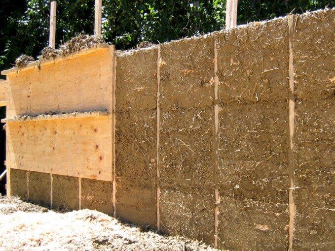 Saman Katkılı Kil Duvar